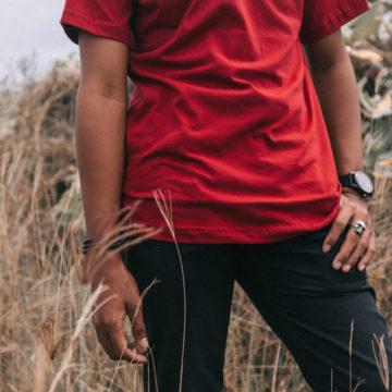 Una maglietta rossa per fermare l'emorragia di umanità