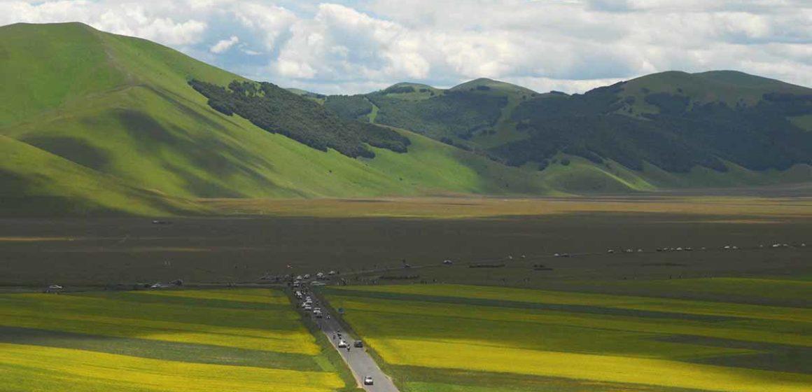 Viabilità e parcheggi a Castelluccio per la fioritura