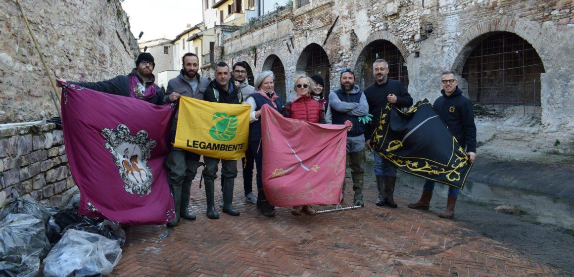 #PuliamoLaCittà: l'iniziativa del Circolo Legambiente Foligno e i Rioni della Quintana